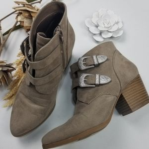 💝🌷 Christian Siriano - 2.5in Tan Ankle boots 7.5